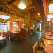 本欅づくりの温かみあふれる店内で本格的な日本料理が味わえます