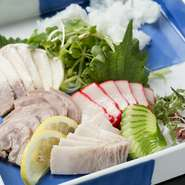 長崎の特産品である鯨肉を使ったお刺身盛り合わせや竜田揚げといった、他ではなかなか味わえない料理が揃っているのがこちらの魅力。長崎グルメを満喫したいなら、わざわざ足を運んでみる価値があります。