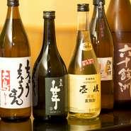 長崎の地酒は常時6種類取り揃えており、鯨や長崎和牛などの郷土の味と組み合わせることでさらに味わいを深めてくれます。日本酒だけでなく、地元の焼酎も取り扱っているので色々な味を飲み比べてみるのもオススメ。