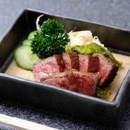 地産の阿波牛は、塩もしくは自家製タレで。上質な肉の旨味がたっぷり味わえます。