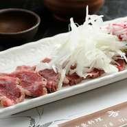 使っている牛肉は、阿波牛の『イチボ』だけ。普通のモモ肉よりサシが多くて柔らかいのが特徴です。