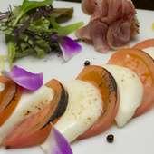 サッと炙ったトマトとチーズが旨い『カプレーゼの生ハム添え』