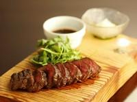 赤身肉の風味と旨味がほとばしる逸品『雪室熟成肉のグリル』