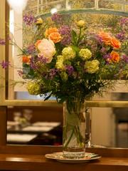 鏡前の生花