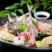 和食の要とも言うべき、魚介類には独自の厳しい基準を設け、鮮度はもちろんのこと、産地や品質に至るまで、基準をクリアしたものを使用。美味しさが違います。