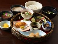 あさりと若布の酢味噌/焼き筍/鮮魚のお刺身/旬魚の焼き物/アスパラと新じゃがの天ぷら/山菜ミニかけ蕎麦/自然薯とろろ汁/ご飯/香の物