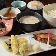 鰈の溜まり焼きと天ぷらとろろ御膳