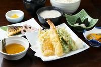 お魚の西京焼き・自然薯のお刺身・小鉢・自然薯とろろ汁・ご飯・赤だし・香の物