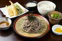 天ぷらの盛り合わせ・自然薯のお刺身・自然薯とろろ汁・ご飯・赤だし・香の物