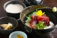 鶏の唐揚げ/小鉢/ご飯/赤だし/香の物