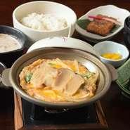豚味噌カツ/サラダ/小鉢/ご飯/赤出汁/香の物/デザート