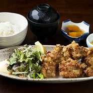 アジフライ/サラダ/小鉢/ご飯/赤出汁/香の物 /デザート