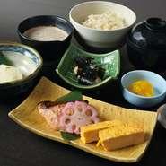 さわらの西京味噌焼き/自然薯のお刺身/小鉢/自然薯とろろ汁/ご飯/赤出汁/香の物/デザート