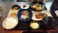 味噌汁orうどん 小鉢・お新香・サラダ・ミニデザート付