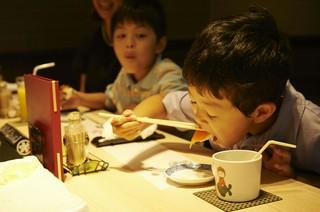 お子様も楽しく当店の職人さんのお寿司をご堪能いただけます