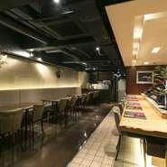 外国の「寿司バー」のような雰囲気をお客様に楽しんでいただけるように店舗の全面リニューアルをしました。改装後も長くもつようにと細部にまでこだわって設計したので、今でも斬新さを保っています。