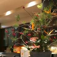 お料理の美学は、形をとどめるのはわずかな時間、食べてしまえば跡形もない。でもそれだからこそ、丹念に丹念に、工芸品に挑むようにして下ごしらえをします。世界に認められる日本料理の美学がそこにあります。