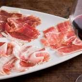 スペインの代表的な食材、イベリコ豚を厳選