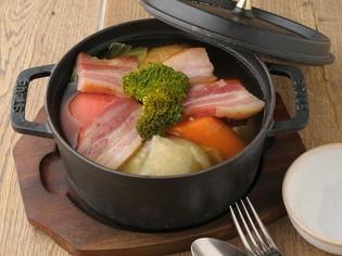 野菜の味を活かす『ごろっと野菜と熟成ベーコンのことこと煮』