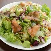 相性バッチリ定番サラダ『スモークサーモンとアボカドのサラダ』