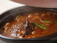 アツアツが美味しい『煮込みハンバーグ』は150gのボリューム