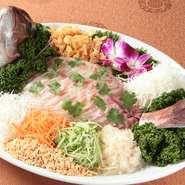 朝とれたての新鮮な「海の幸」を使用。様々な薬味、特に絶妙な味を醸し出すパクチーと共に召し上がれる、日本の刺身とは一味違う一品に仕上げました。