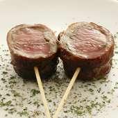「仔羊の香草焼き」は人気のメニュー。赤ワインにはぜひ!