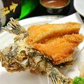 インパクト大の『オコゼの唐揚げ』は骨まで食べられます