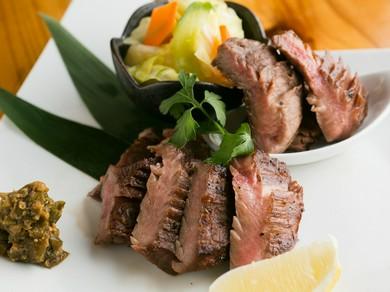 食感と肉汁を楽しむ『厚切り牛タン焼き』