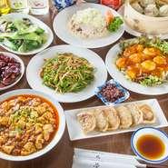 女子会コースは、青椒牛肉、エビチリ、麻婆豆腐など、人気メニューが9品食べられます。90分間飲み放題で、ビールやワイン、日本酒、ソフトドリンクなど、お好みのお酒を楽しみながら、楽しく食事ができます。
