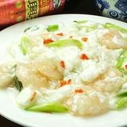 ふんわりとした卵と、鮮度の高いエビを絡み合わせた中華風オムレツです。【ChineseDining夢】ならではのオリジナリティのある味付けでお楽しみいただけます