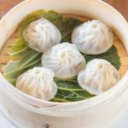 『小筏包』や『エビチリ』等、日本でおなじみの中華料理だけでなく、中国の新しい料理も楽しめるお店です。