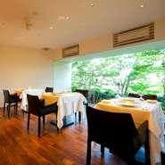 外したくない大切な接待は、料理はもちろんのこと、その料理を味わう空間も重要。自然に囲まれた空間は接待や大切な会食の席にも安心してご利用できます
