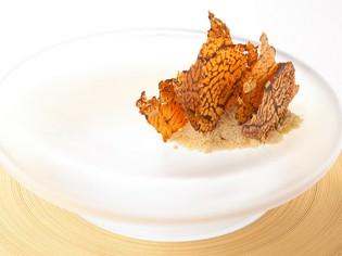 『フォアグラのサーブルと椎茸のチップス』