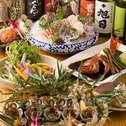 日本酒は約30種類、焼酎はおよそ70種類。お酒好きな店主が厳選した、各地方の珠玉のお酒を多数取り揃えています。料理に合うお酒はもちろんのこと、ちょっと変わった知る人ぞ知る銘酒と出会えるかもしれません。