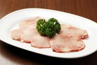 特選部位の『上塩タン』は厚みも下味もお好みで注文可能です