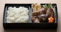 当店では天ぷらに次に人気のある黒毛和牛すき焼きをランチ用にほど良いボリュームで作りました。秘伝の割り下は黒毛和牛の旨味を最高に引き出します。是非一度ご賞味下さい。