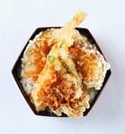 海老や南瓜などの天ぷらを三太郎秘伝の丼たれをくぐした人気のお弁当です。