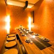 会社の方とのご宴会に最適な広々とした個室席もご用意しております。 最大80名様まで貸切でご案内致します。団体様のご宴会場をお探しの幹事様必見です!当店の寛ぎ空間を貸し切ってご宴会をお楽しみください。
