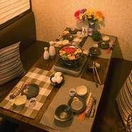当店は全席完全個室となっております。和風の落ち着いた店内はお子様も大喜び。2.5H飲み放題付プランは2980円~もございますので、ご家族でお好みの食事をお愉しみ下さい。