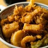 海老やホタテなど魚介を贅沢に使った『かき揚げ天丼』