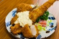 旬の魚介を贅沢に盛り合わせた『ミックスフライ定食』