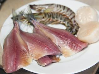 河岸の定食屋ならではの、新鮮な魚介
