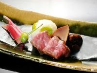 コース前半に提供される『松茸のしぐれ煮と銀杏の飯蒸し』