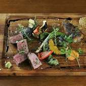 魚介はもちろん、但馬牛や熊本地鶏など、お肉の味も引き出してくれる『炭火焼き』