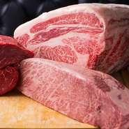 厳選した上質な肉をお得な価格で提供できるよう、外国産は輸入コストを極力抑えるよう仕入れ、和牛は契約畜産農家より直接仕入れています。鮮度を保つため、食材にストレスを与えないよう気を使っています。