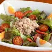 彩り鮮やかな野菜たちが競演する『ニース風サラダ』