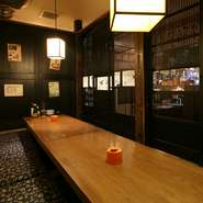 貸切もできる掘りごたつの個室は、足を伸ばしてゆったりと過ごせる空間です。宴会コースは飲み放題付にもでき、気兼ねなくお酒も楽しめて宴会にもぴったり。また家族の食事会にもちょうどいい個室です。