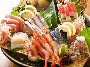 鮮やかな盛り付け!脂ののった魚を豪快に使用した『大漁盛り』