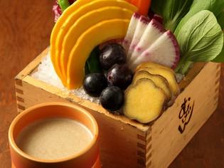 季節ならではのこだわりの食材を使用。素材の味を生かした料理で